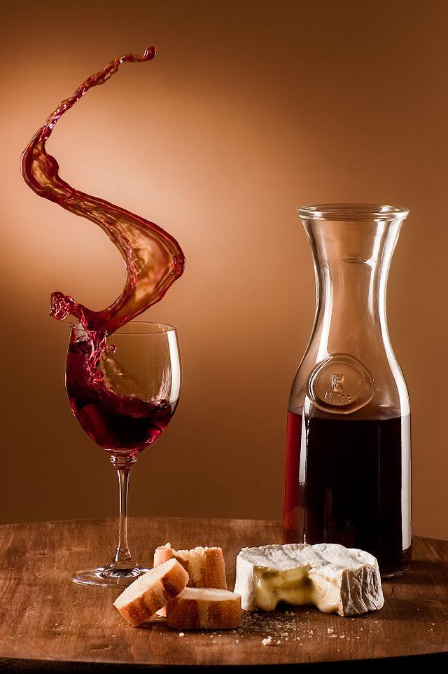 640px-Schwappender_Wein