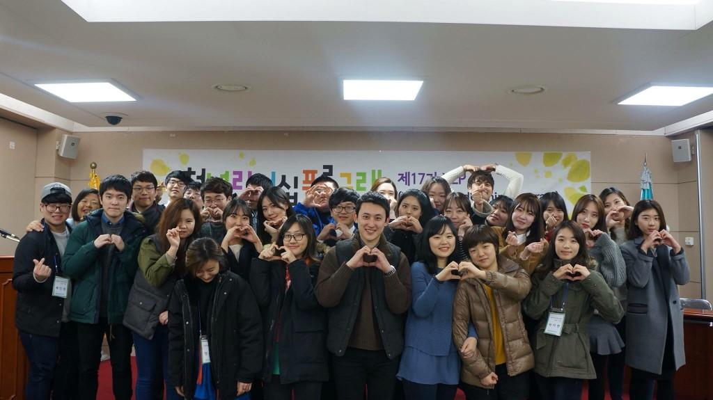 한국청년유권자연맹 소속 대학생들과 청년들이 길거리 바자회 및 캠페인 행사를 통해 모금한 성금을 북한 영유아 돕기 사업에 써달라고 통일신문에 기탁했다. 지난 2014년 8월과 11월에 이어 1년도 지나지 않은 기간 동안 벌써 3번째 후원금이다.