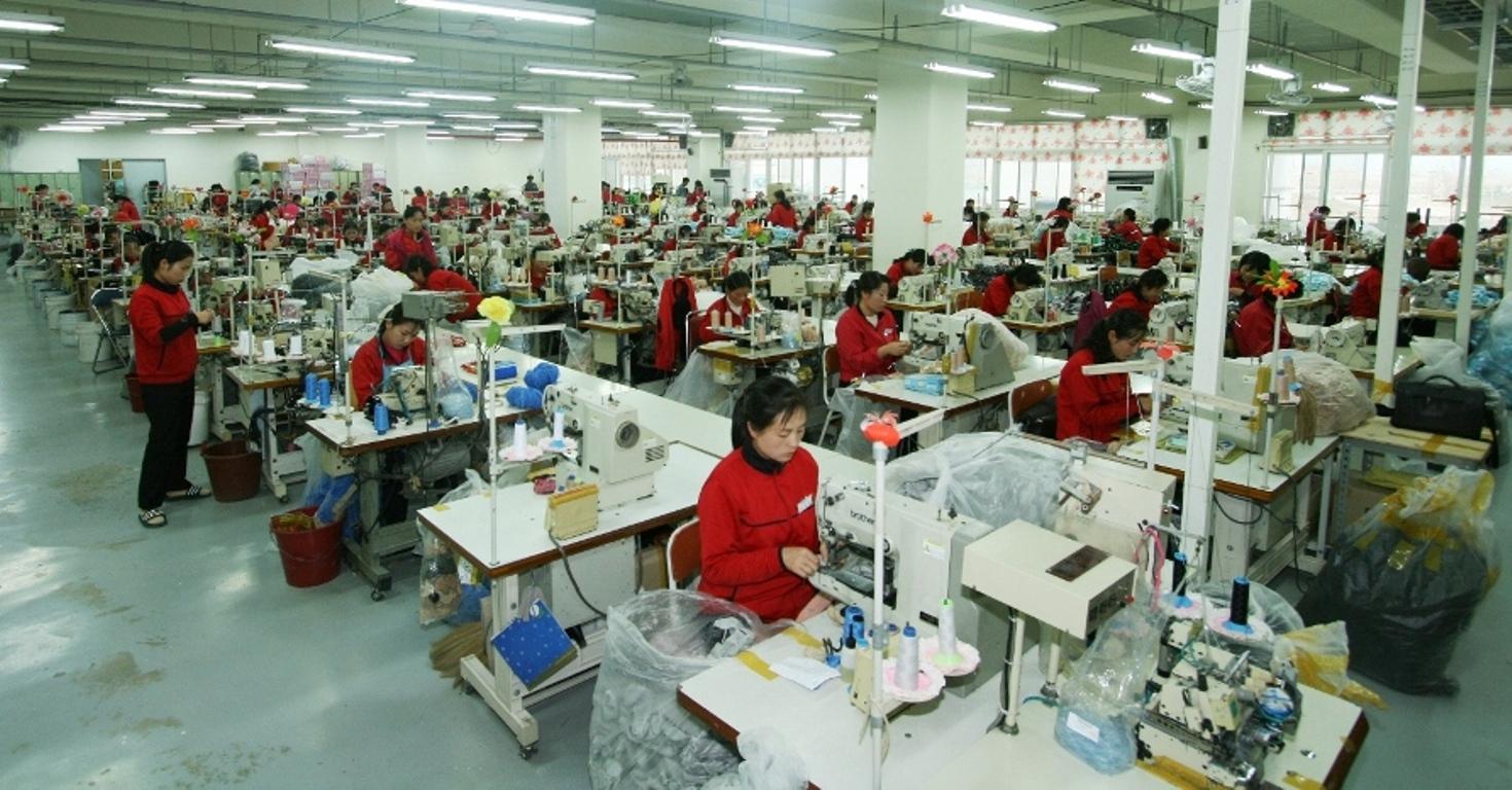 개성공단 생산 모습, 개성공업지구지원재단, 2012.11.30 WEB