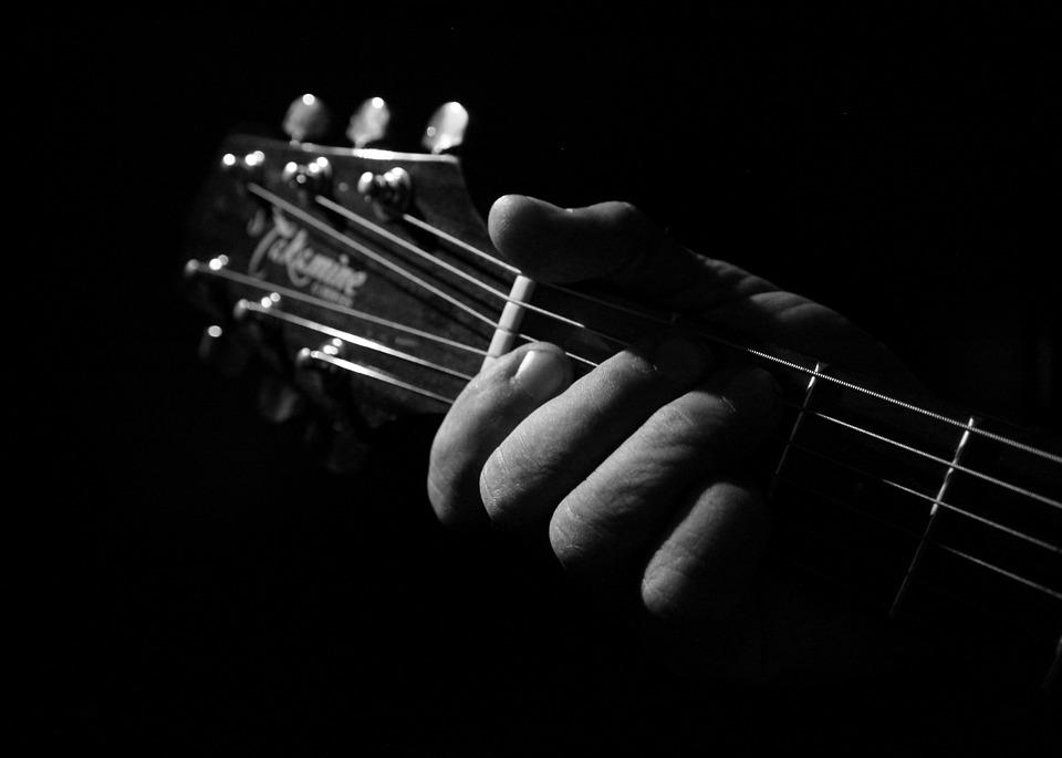 black-and-white-1010818_960_720 기타 연주 음악